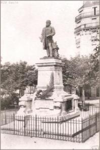 Statue Raspail Paris